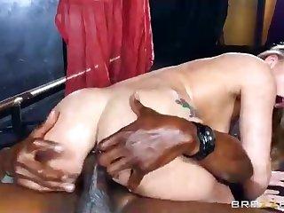 AJ Applegate is having insane hook-up with a dark-hued boy in her beloved night club
