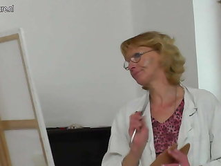 Old granny paintress gets fucked by her young model