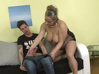 Young stud gets his dick taken care of by experienced Talisah