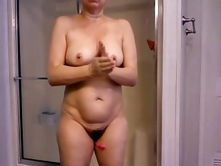 Mature hairy is exhibited after bath