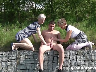 Lucky dude talked two babes into playing with his cock outdoors