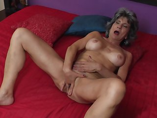 Mature amateur granny Raquelle fingers her wet shaved pussy