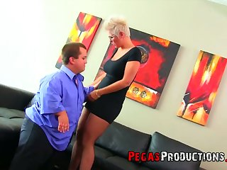 Midget fucks super juggy and big bottomed blond mature woman Alyson Queen