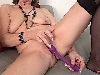 Mother I´d Like To Fuck Solo 4K video - lesbian