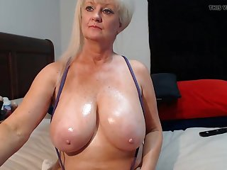 Hot mature woman has juicy titties and shows em on webcam