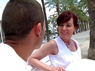 Joycelina blowing friend's long dick before hard sex at the beach