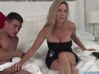 Provocative Taut Mommy Smooches Her Crumby Trainer With respect to Humungous Man Sausage