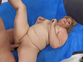 blonde mature Peggy Sue adores to suck hard and long pecker before fuck