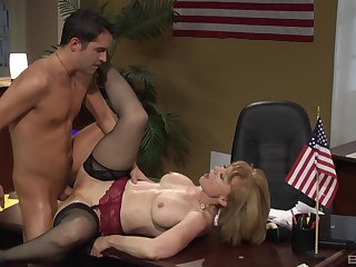 Nina Hartley gets her pussy pleased by horny dude on the desk